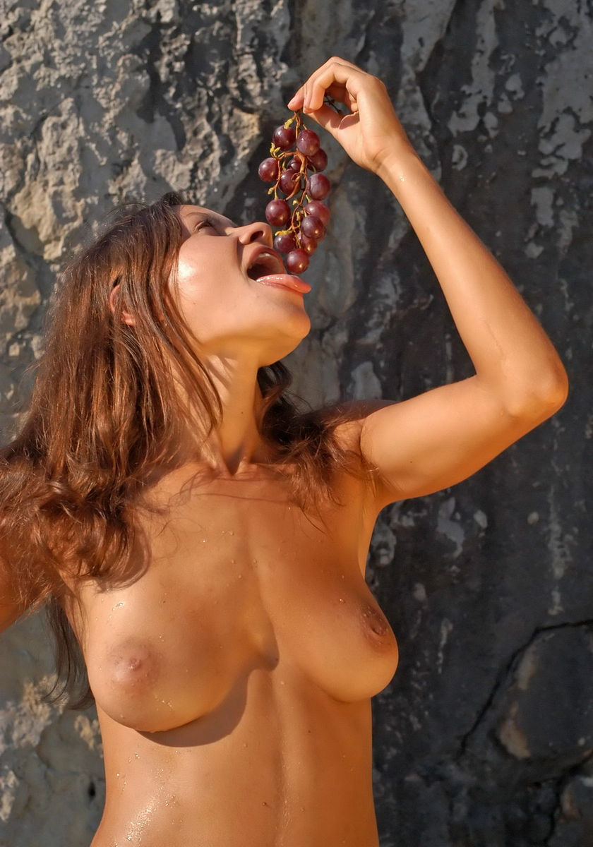 Naked Girl With Big Boobs Eating Grapes  Russian Sexy Girls-3360