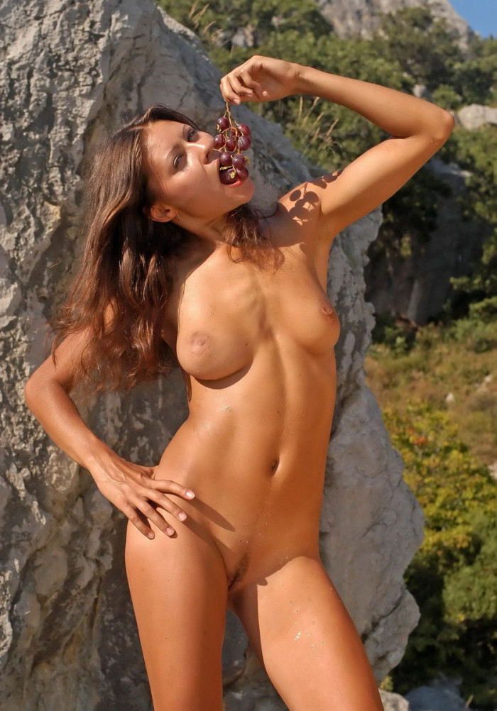 Naked Girl With Big Boobs Eating Grapes  Russian Sexy Girls-8406