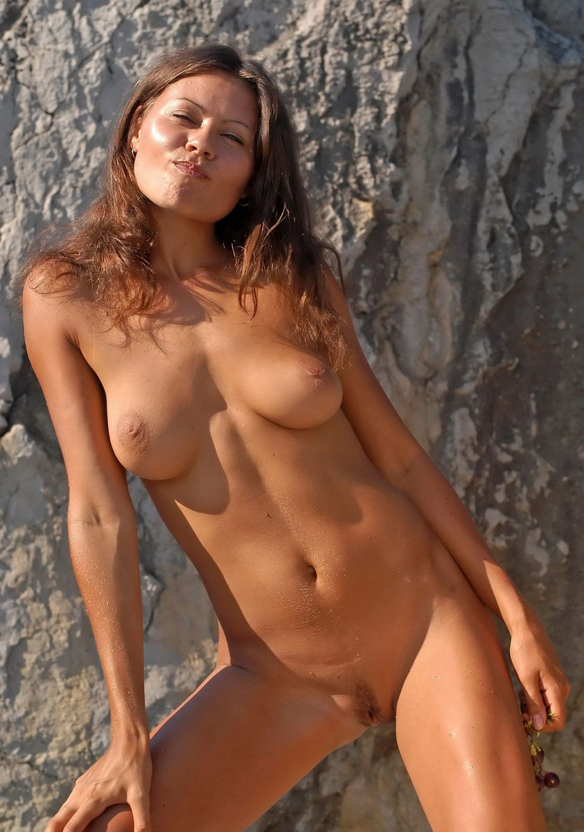 Girls With Huge Tits Naked