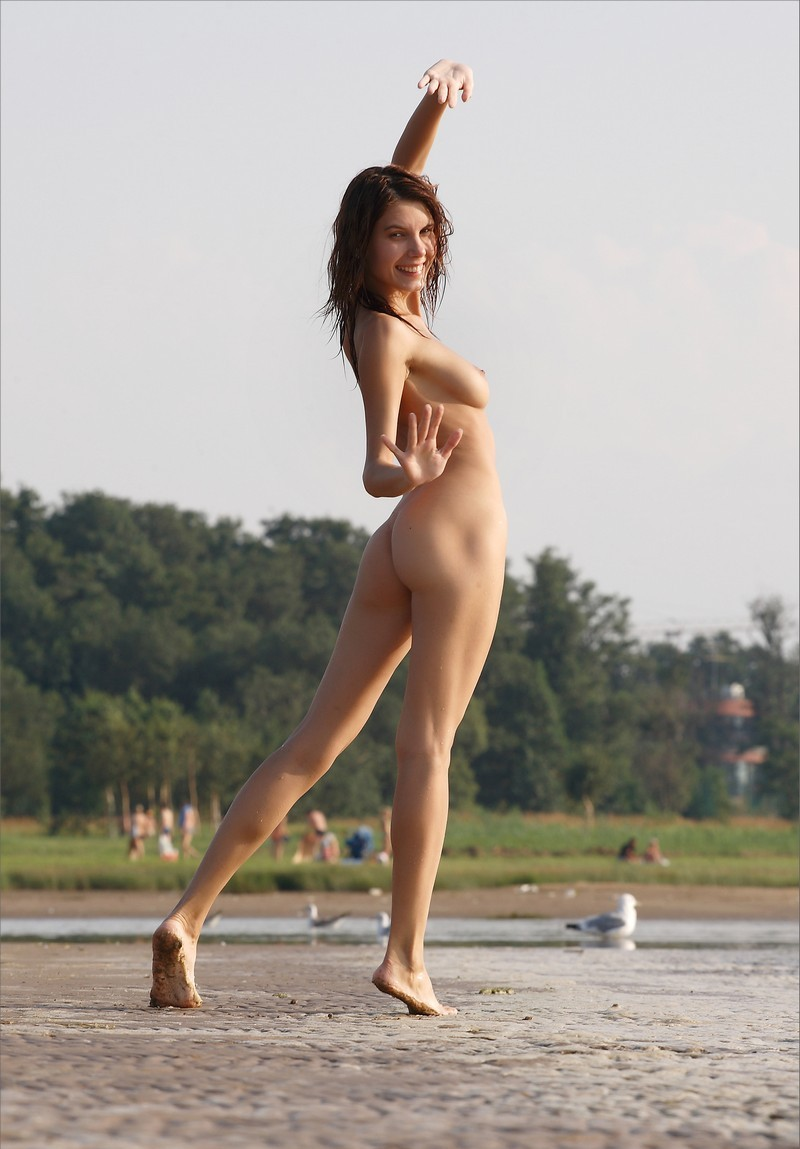 Sporty Babe Posing Naked At Beach  Russian Sexy Girls-5396
