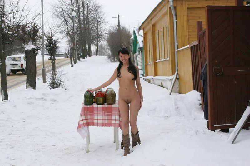 голые женщины зимои на улице фото