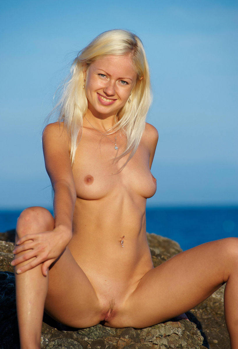 Sporty Smiling Blonde Posing Naked At Sea  Russian Sexy Girls-1152