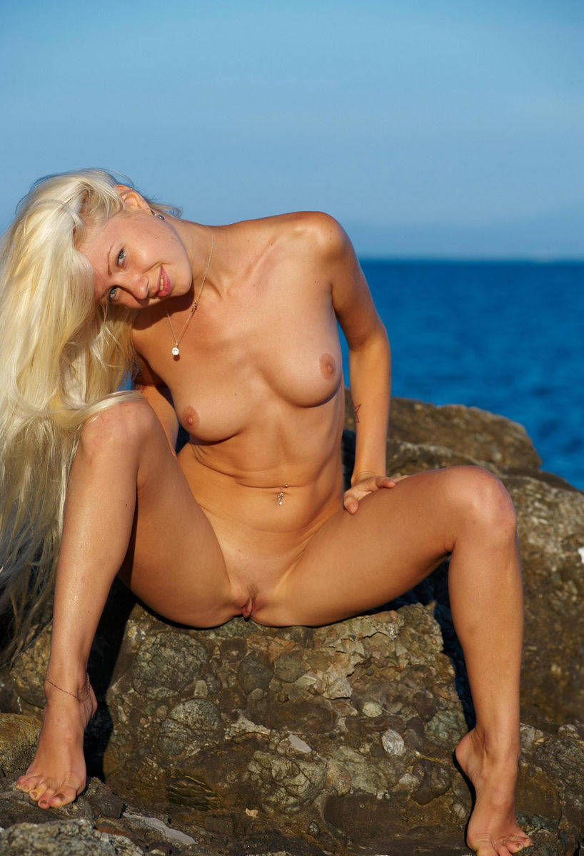Sporty Smiling Blonde Posing Naked At Sea  Russian Sexy Girls-5479