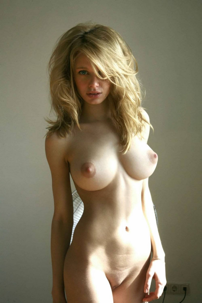 Asian girl nude photo
