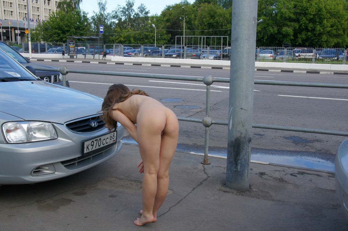 Naked girls on city streets pictures