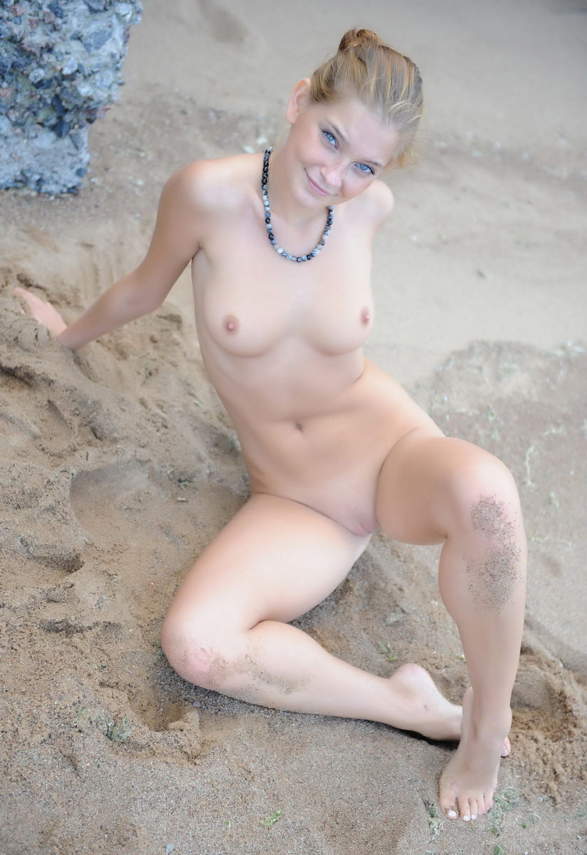 Very Sweet Russian Blonde Posing At Beach  Russian Sexy Girls-2366