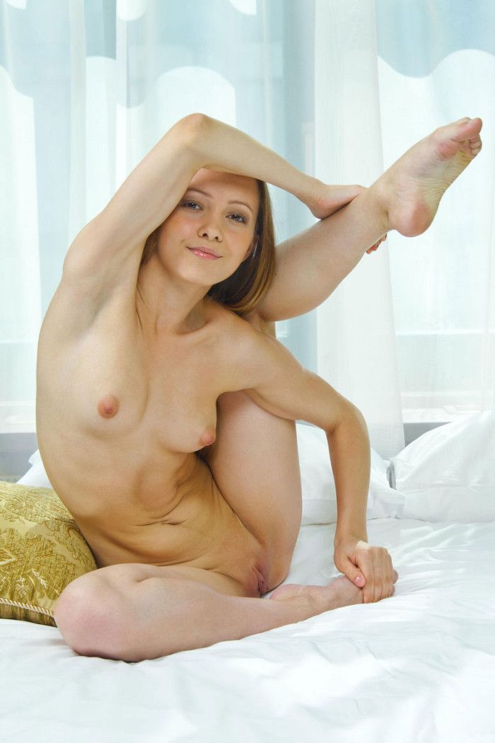 Young Russian Girl With Big Pussy Lips At Bed  Russian -8994