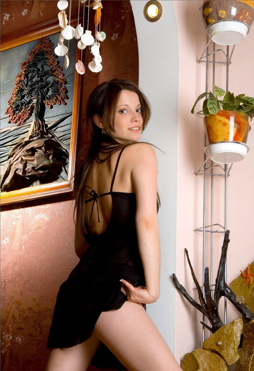 Beautiful Russian Babe Posing With Parrot At Home -2506