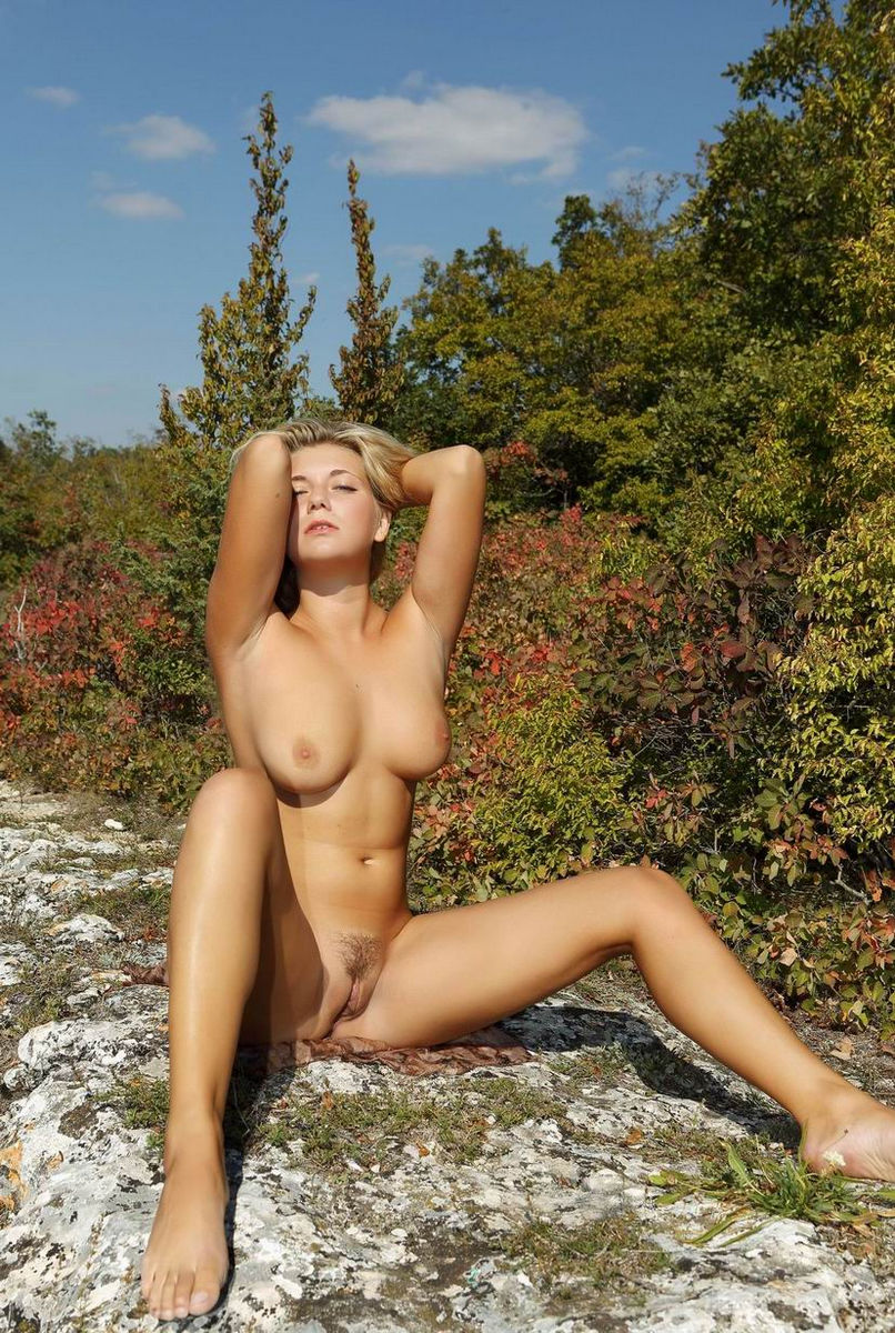 Blonde With Big Boobs Posing Naked At Mountains  Russian -4239