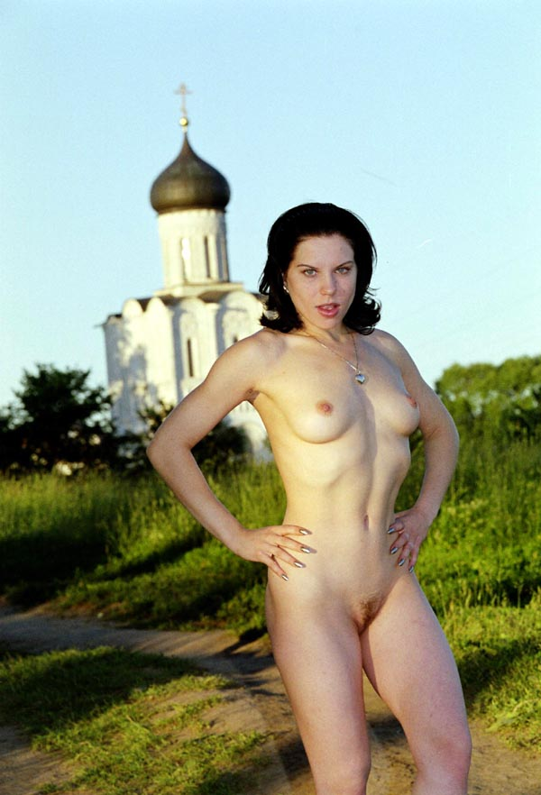 Brunette With Natural Body Posing Naked Outdoors  Russian -5614