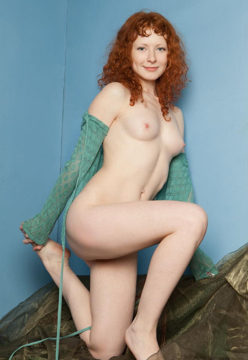 pretty nude girl sport