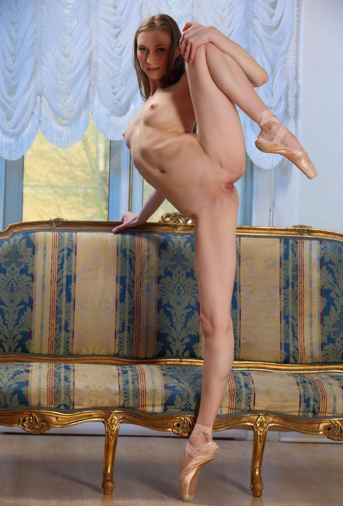 Flexible Ballerina Exposes Her Tits And Shaved Pussy On -3706