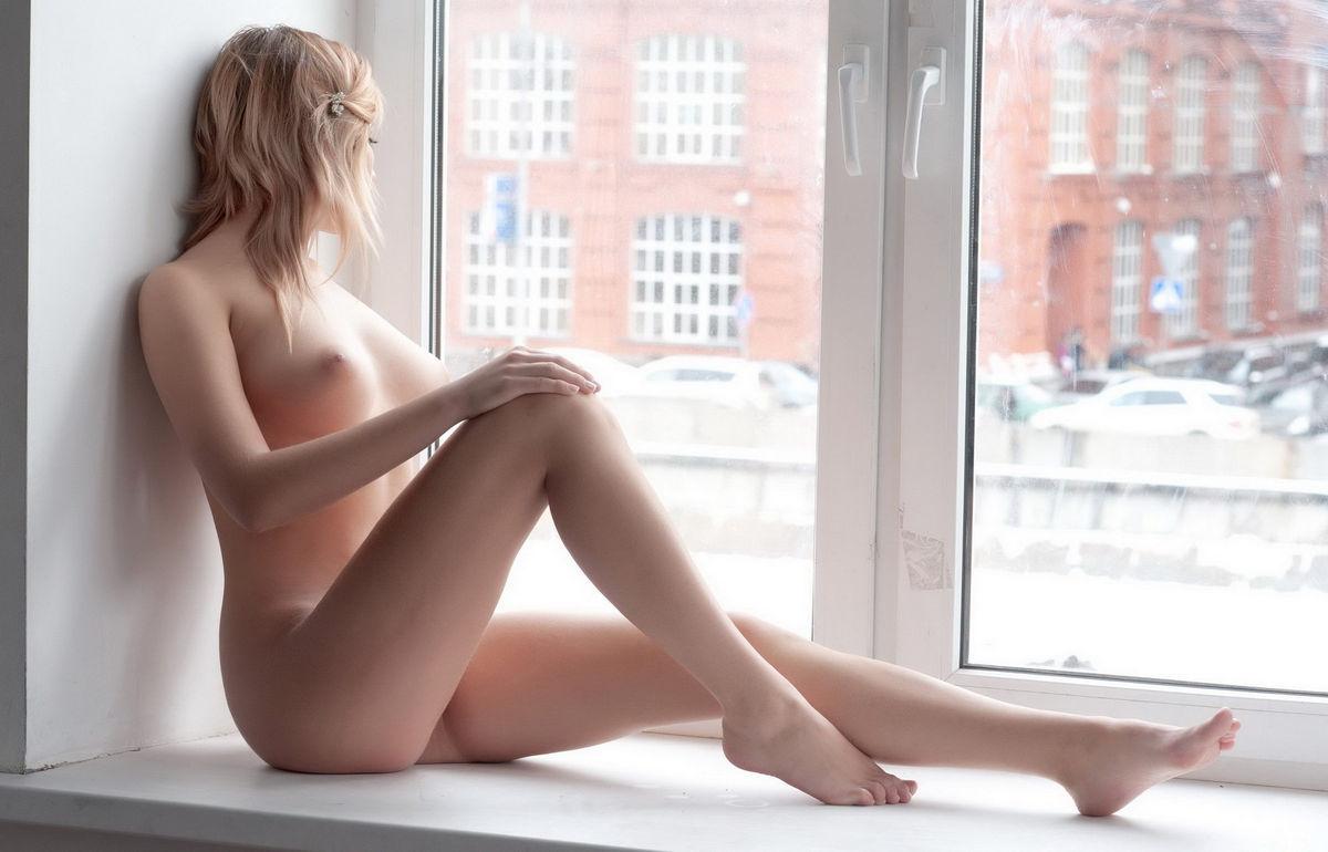 Фото голая девушка с книгой, Голые библиотекарши в царстве книг » Эротика фото 27 фотография