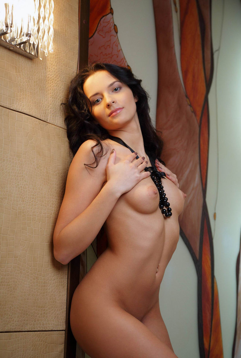 Brunette nude hot girls