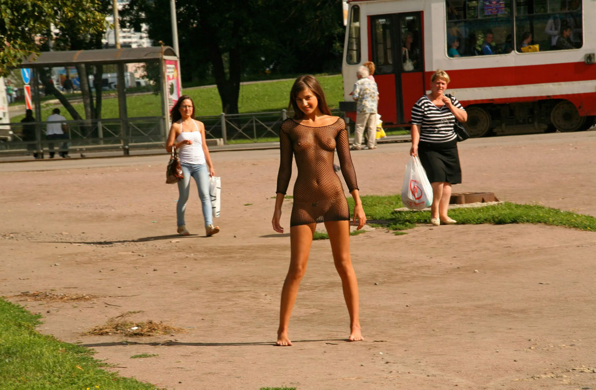 Прозрачные платья интим фото, В платье без трусов Голые красивые девушки 20 фотография