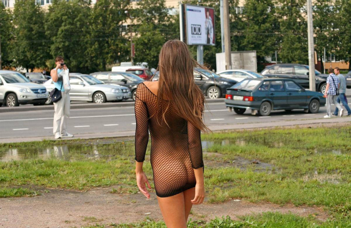 devushki-na-ulitse-v-prozrachnoy-odezhde-eroticheskie-foto