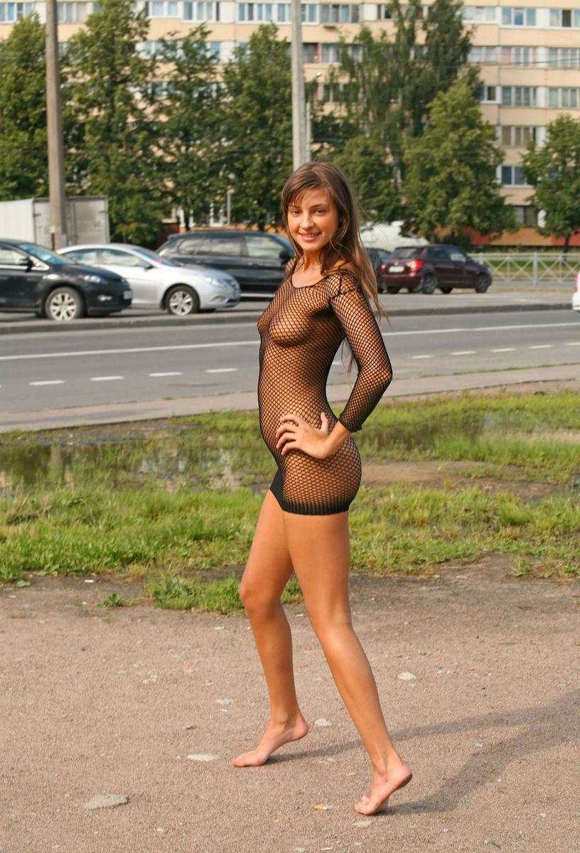 Просвечиваются на улице девушки фото 23 фотография