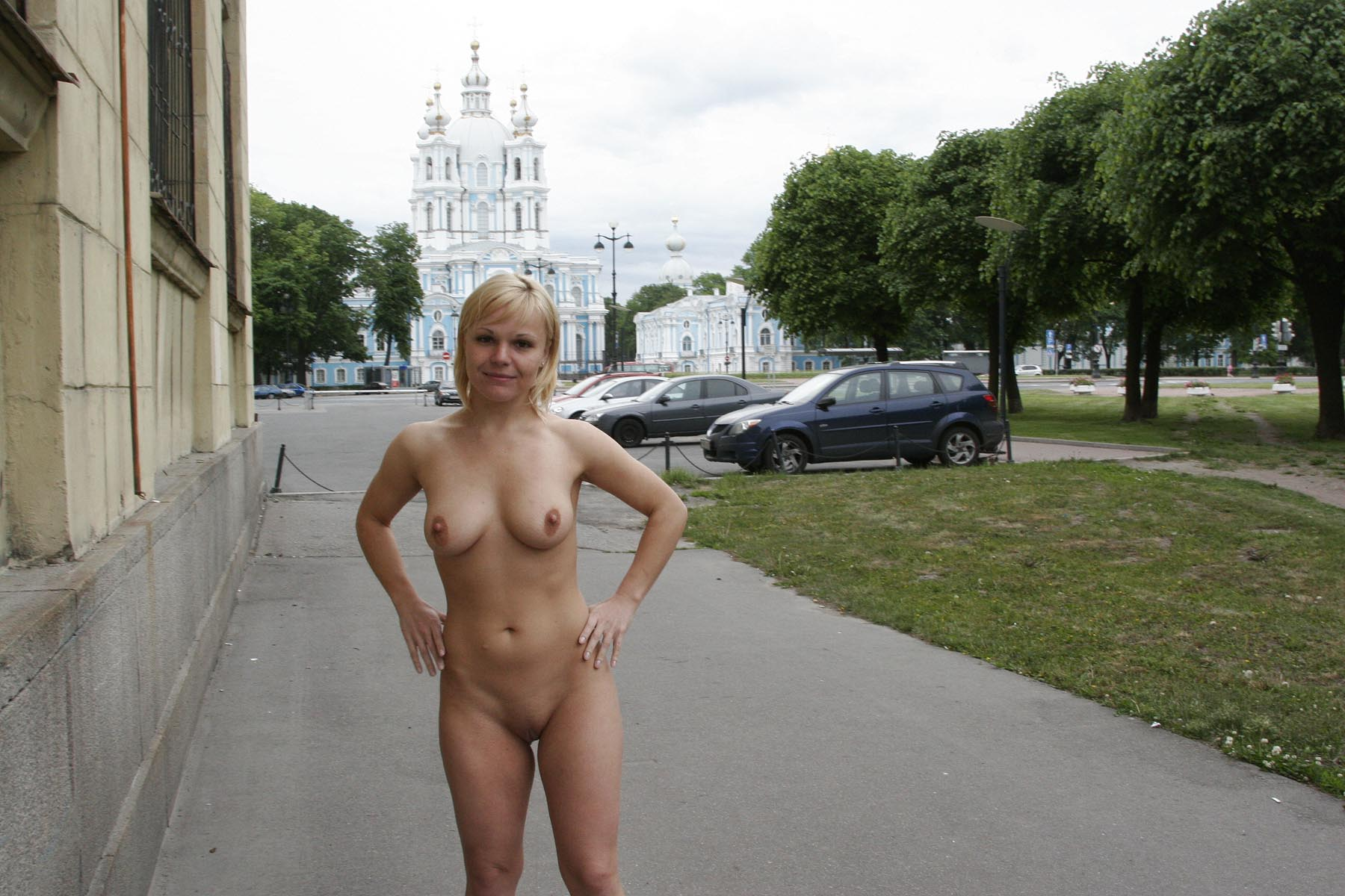 Nude girl short hot haired seems