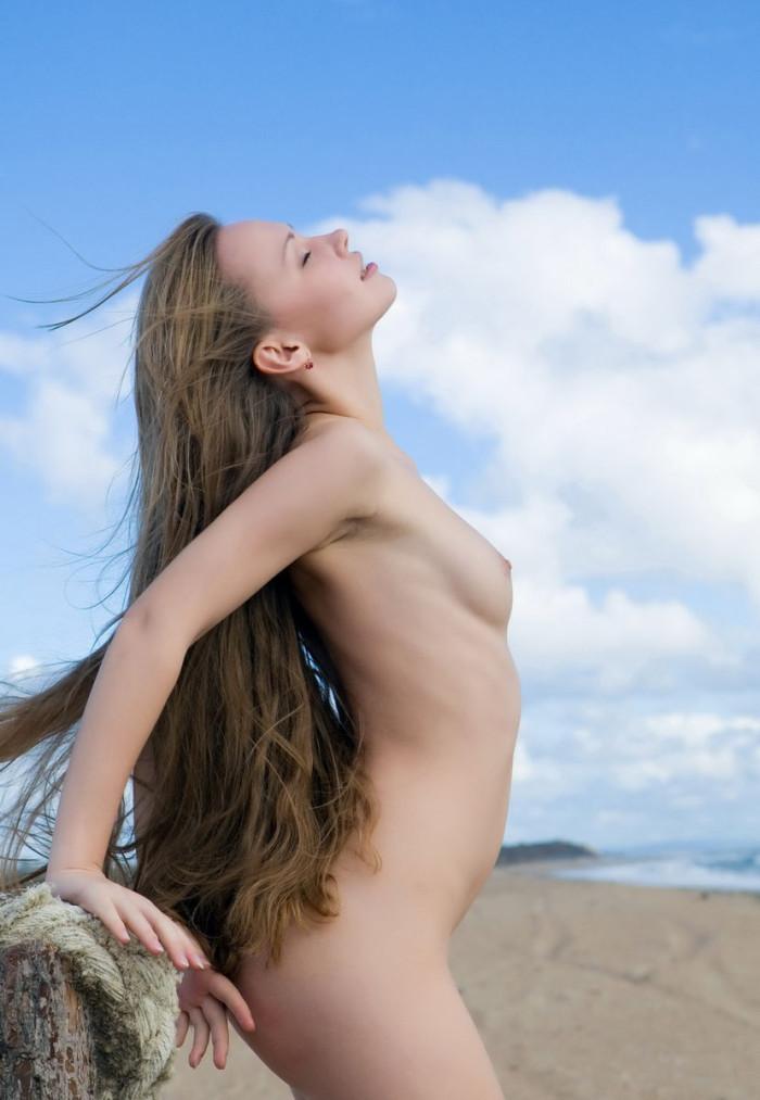 Skinny Teen Girl With Very Long Hair On The Beach -7331