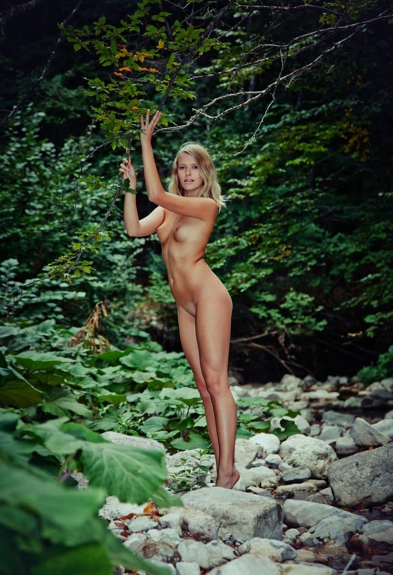 Sporty Blonde Posing Naked At Mountain River  Russian -3770