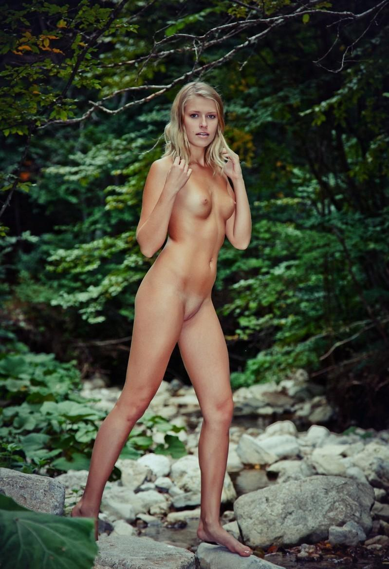 from Camren woman posing naked nude