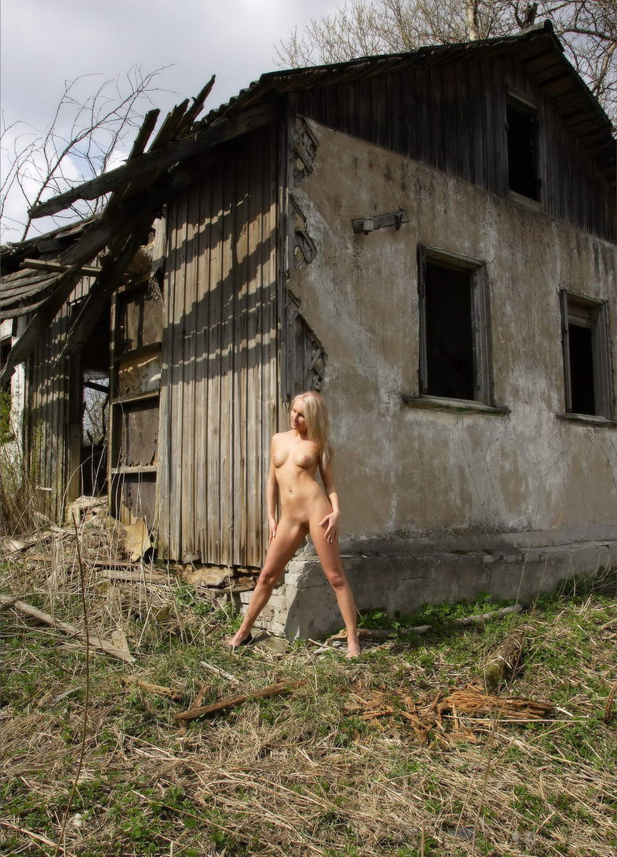 Sporty Russian Blonde Fully Naked Near Abandoned House -2629