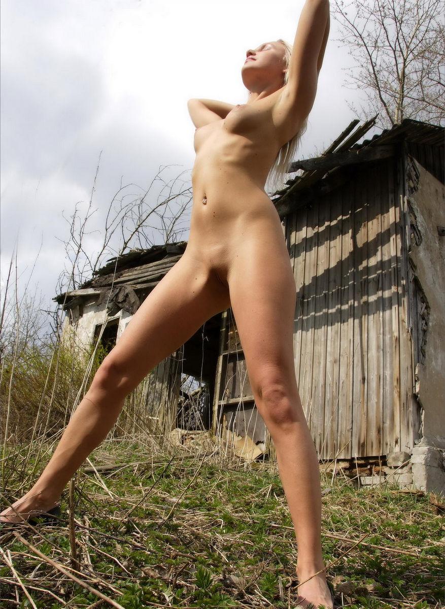 Hot girls fully naked