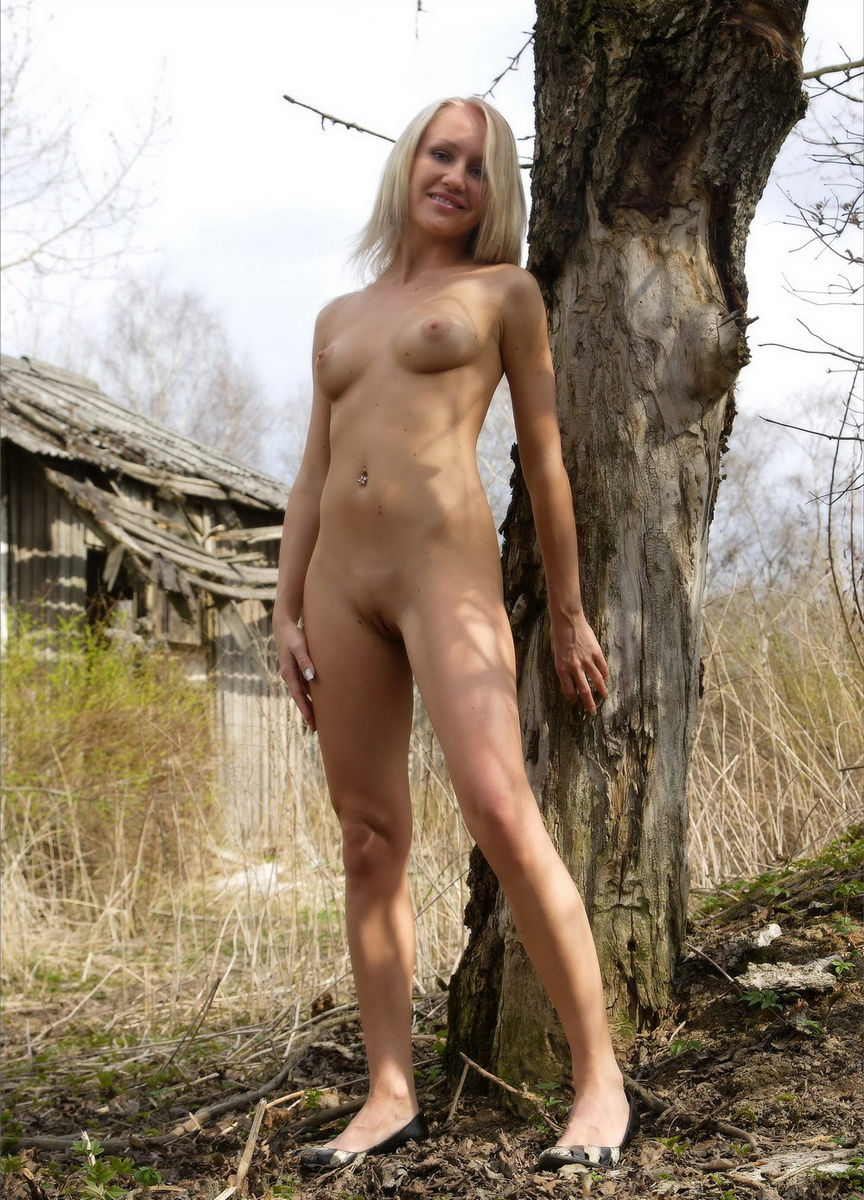 Sporty Russian Blonde Fully Naked Near Abandoned House -5386