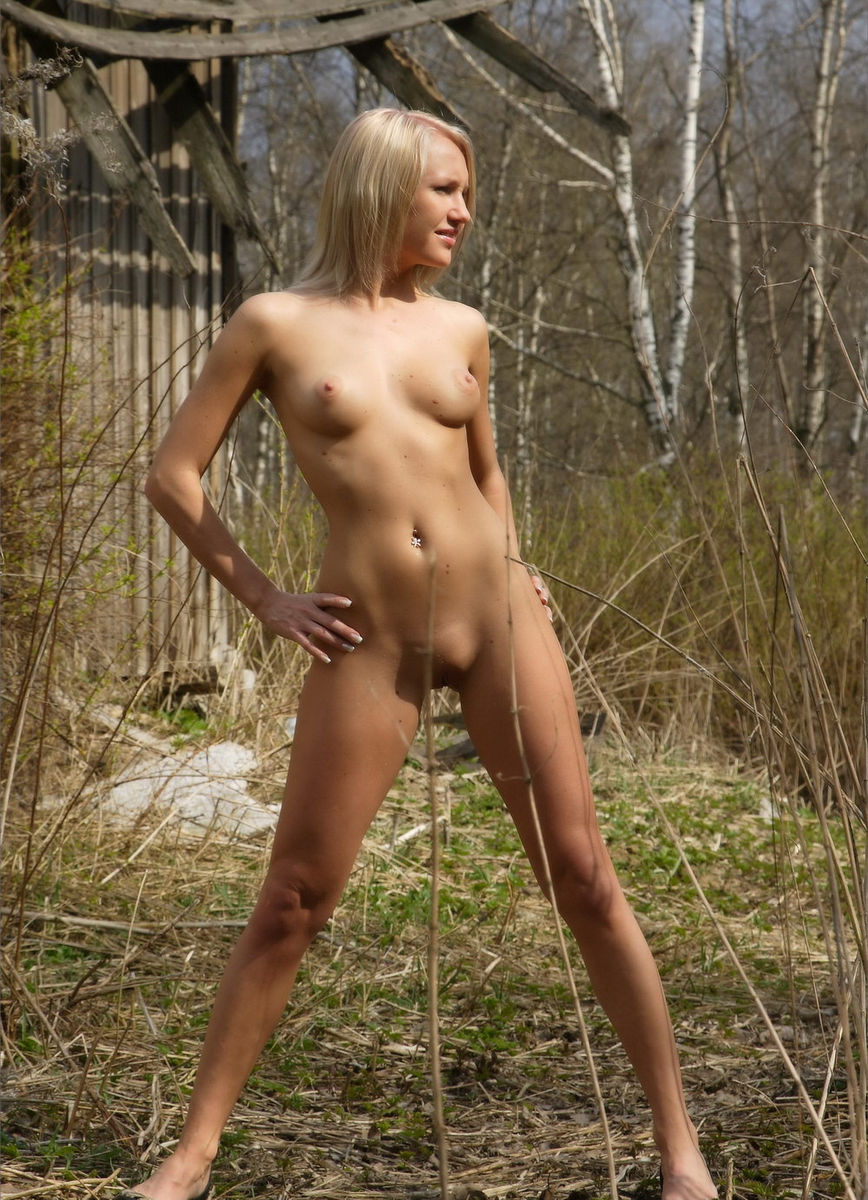 Sporty Russian Blonde Fully Naked Near Abandoned House -7660