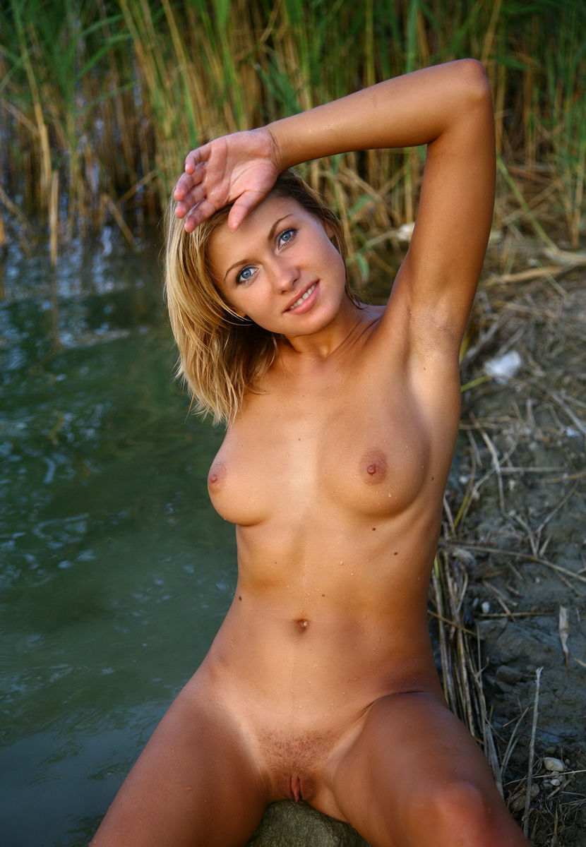 crazy hot girls posing nude