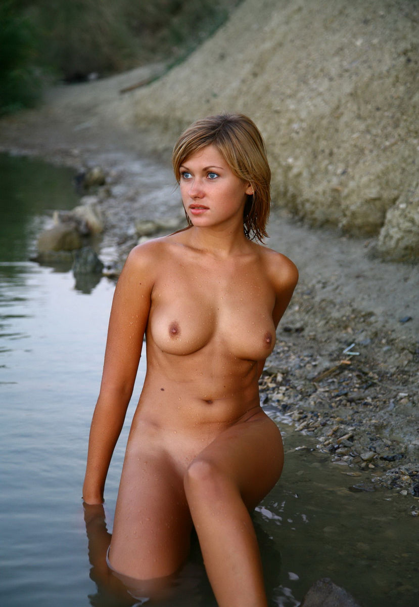 Bare naked hotties