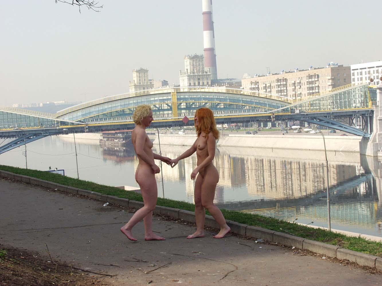 russians-nude-kiss-felson