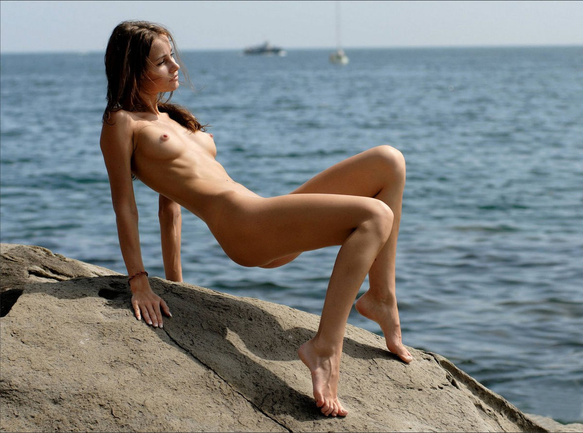 Very skinny russian babe posing at rocks | Russian Sexy Girls