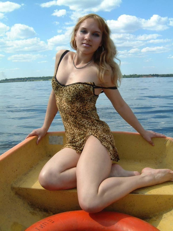 Youthfull Big-Chested Blonde Posing Nude At Boat  Russian -6863