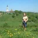 Amateur russian girl takes off her dress and posing naked at public park