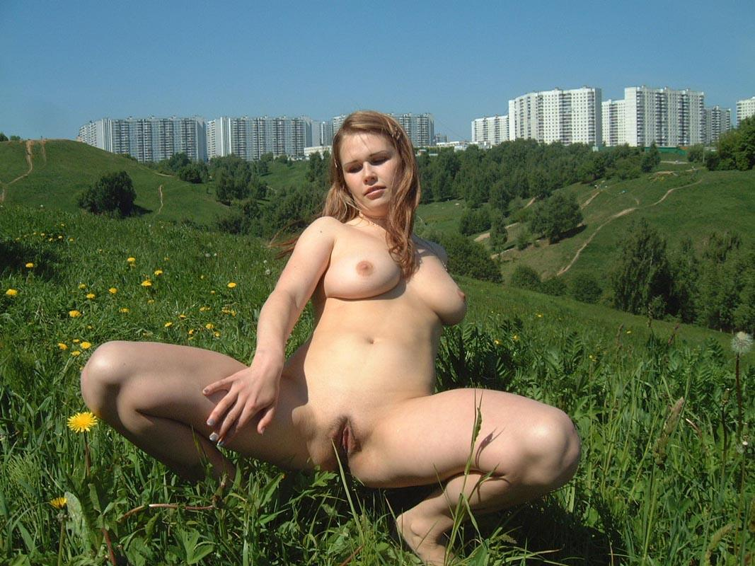 Amateur Russian Girl Takes Off Her Dress And Posing Naked -8877