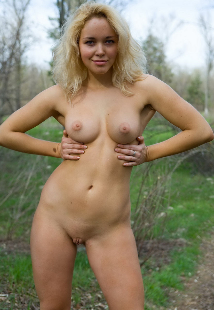 Amazing Blonde Shows Her Gorgeous Boobs Outdoors  Russian -7873