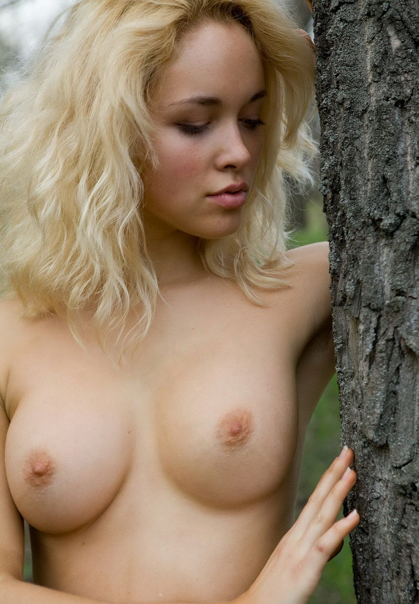 Amazing Blonde Shows Her Gorgeous Boobs Outdoors  Russian -6844