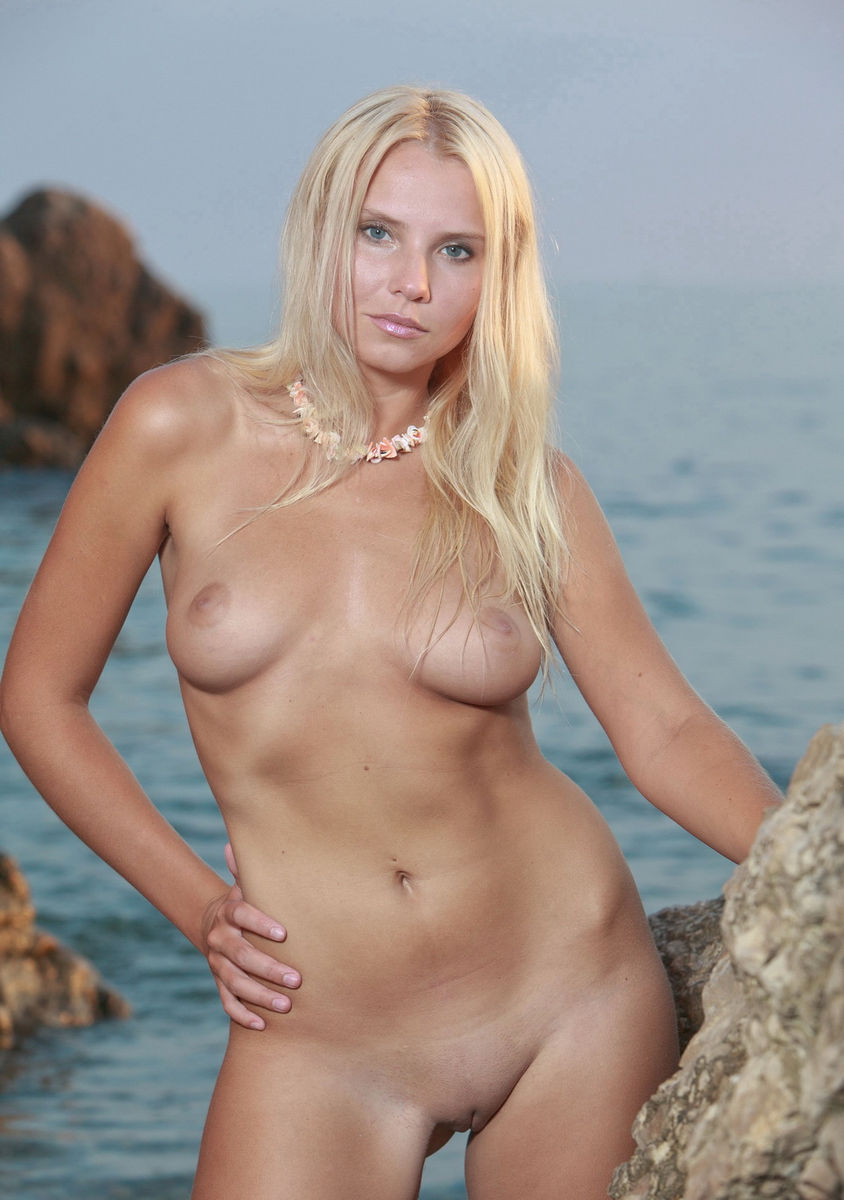 Amazing Russian Blonde With Great Body Posing On Rocks At -2254
