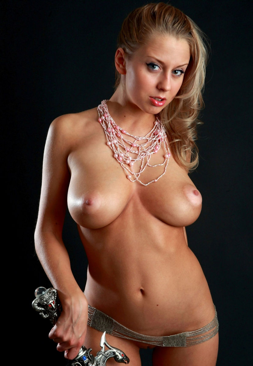 Amazingly hot babe with big tits 7