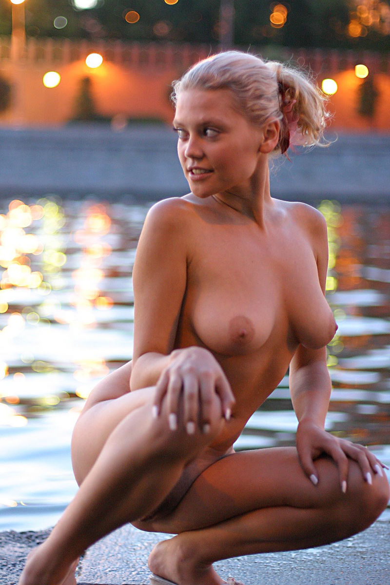 nice naked boobs in public