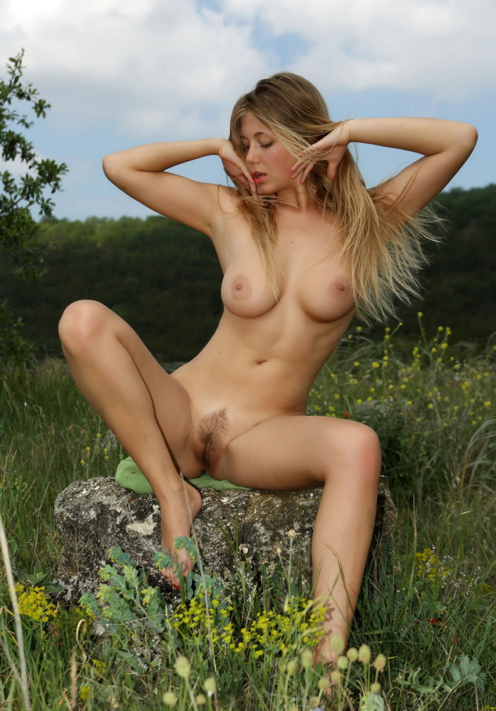 Busty Girl With Hairy Pussy Posing On The Poppy Field -9857