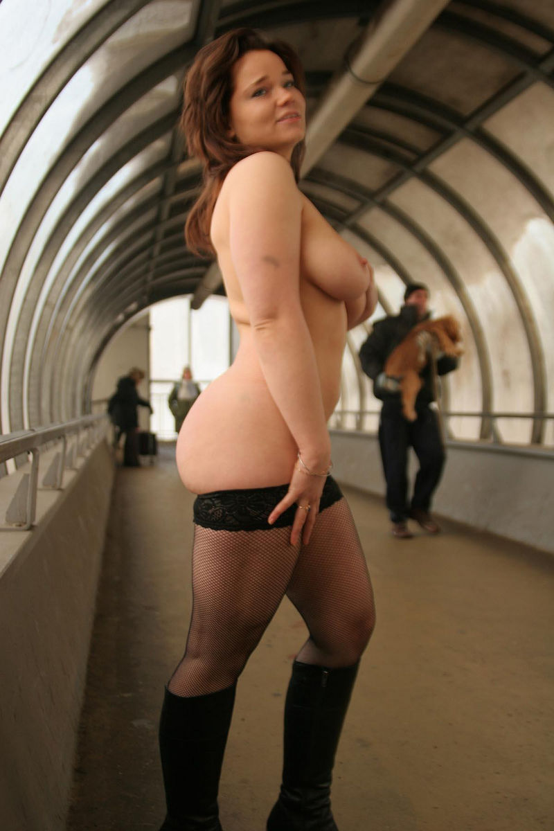 Chubby Russian Busty Girl Posing Only In Stockings At -7902