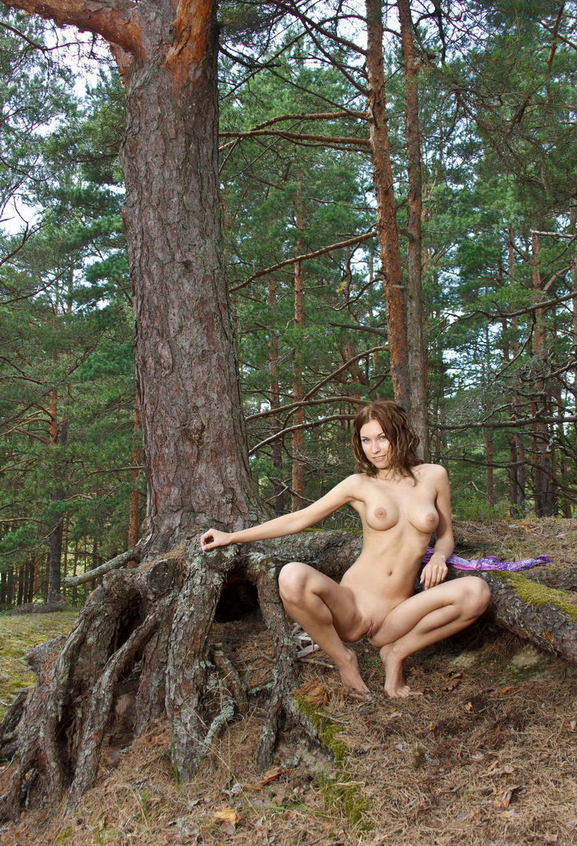 Curly Forest Nymph With Shaved Pussy  Russian Sexy Girls-3333