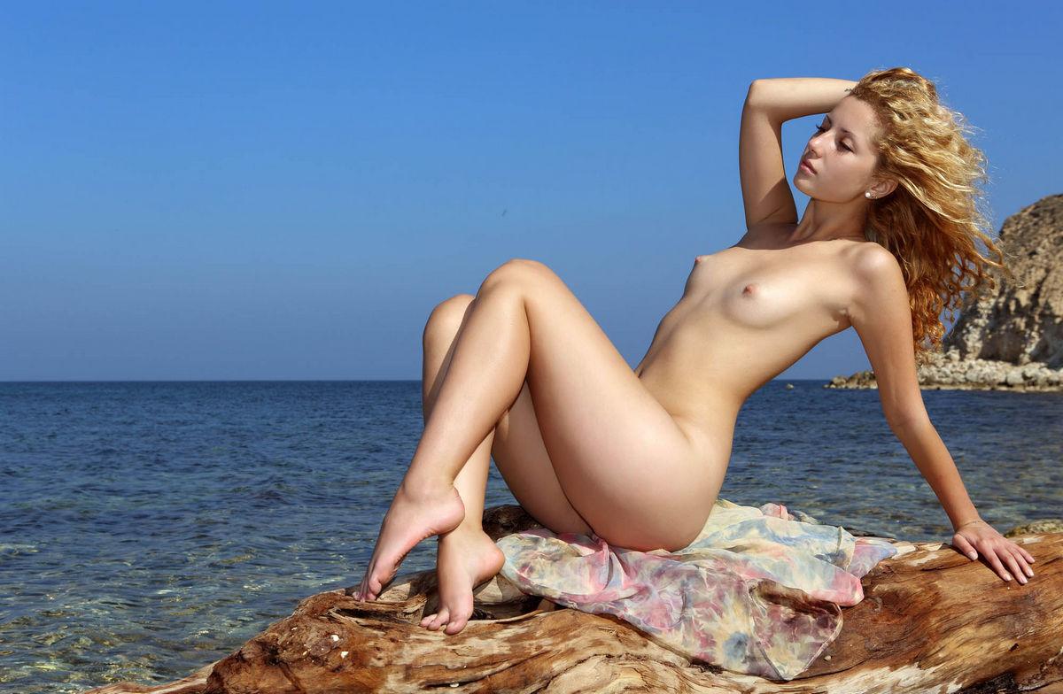 Beach blonde pussy