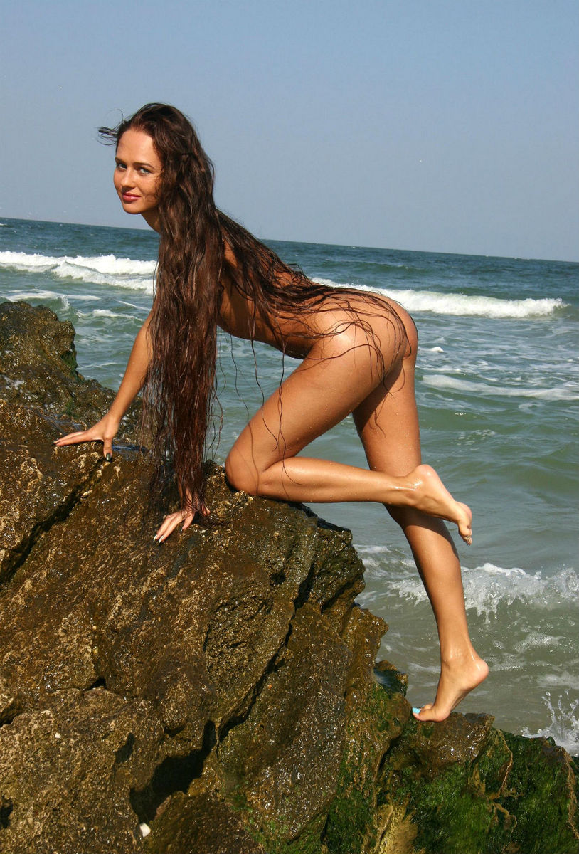 Long hair hot nudist staxxx gets