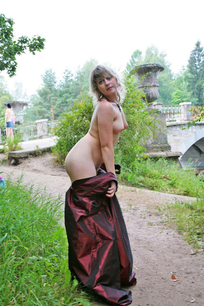 Hairy Russian Mature In Stockings Undressing At Public -4548