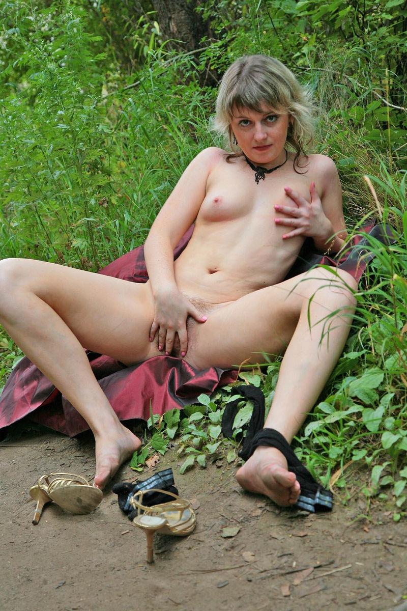 Wife doing nude splits
