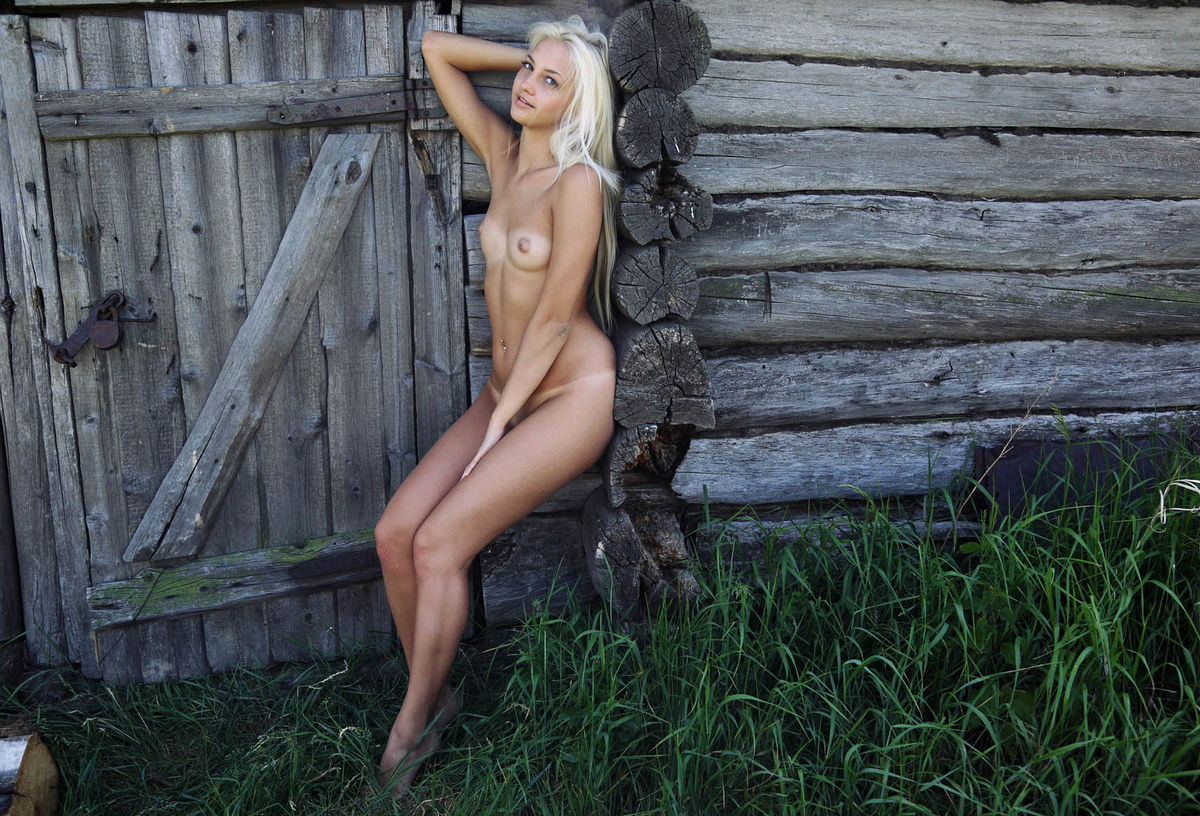 Hot Blonde With Tan-Lines And Big Pussy Outdoors  Russian -8299