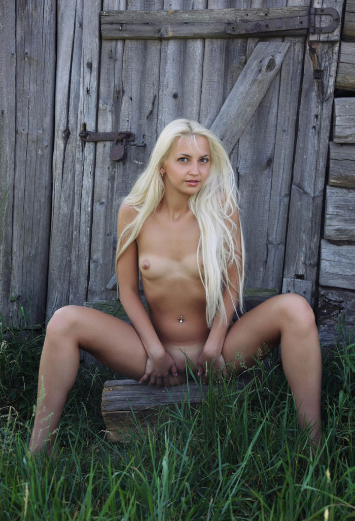 Hot blonde with tan-lines and big pussy outdoors | Russian ...